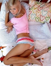 Amazing teen cutie shows her perfect body